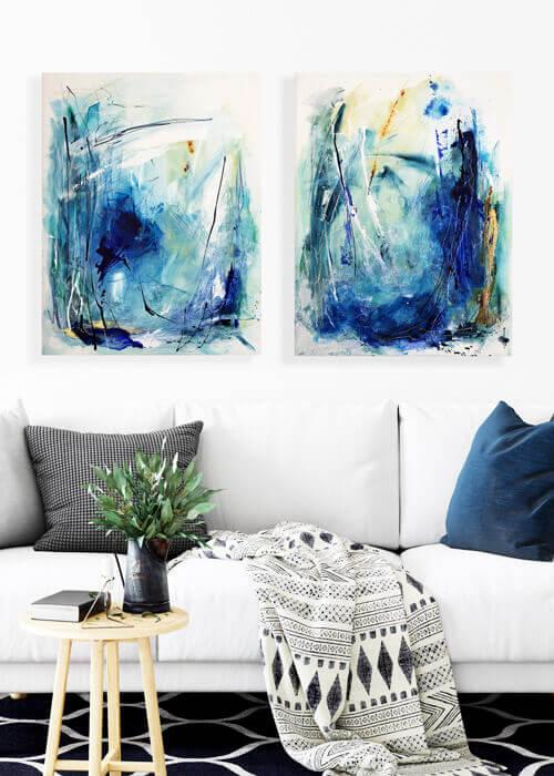 מצולות-ים-מוקאפ-ספה-עם-כרית-כחולה_אורכי