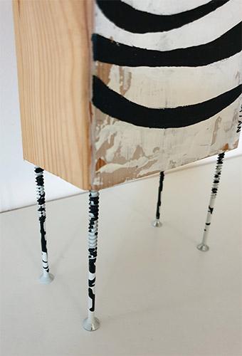עידית-מתן-על-עץ-153-זברה-רגלים