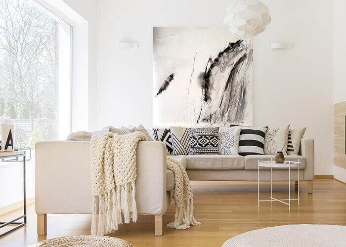 שחור לבן ספה עם כריות